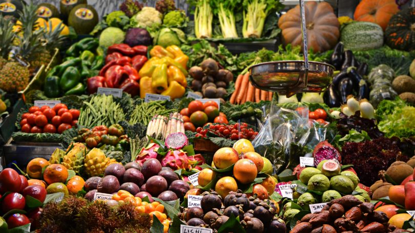 Fruit and vegetable market stand